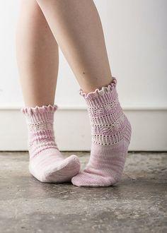 Ravelry: Renesmee Socks pattern by Rachel Coopey Thread Crochet, Knit Or Crochet, Lace Knitting, Knitting Socks, Knitting Patterns, Knit Socks, Socks And Heels, My Socks, Ankle Socks