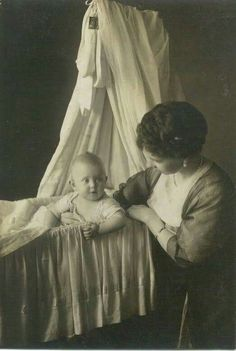 Queen Sophie and Princess Katherine of Greece 1913