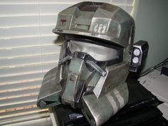 This is my latest EOD helmet, it is a cast of the original one I builts, also the CNM attachment is a cast copy, I attached it to the helmet so you can . Halo EOD helmet with CNM 2 Casco Halo, Taktischer Helm, Halo Cosplay, Halo Armor, Halo Spartan, Armor Concept, Concept Art, Tactical Wear, Airsoft Mask