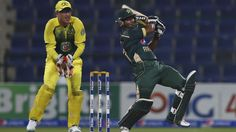 Glenn Maxwell holds his nerve in final over to bowl out Pakistan