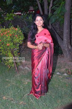 Most Beautiful Dresses, Beautiful Saree, Indian Beauty Saree, Indian Sarees, Satin Saree, Silk Sarees, Most Beautiful Bollywood Actress, Indian Actresses, Teen Actresses