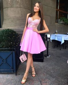 Silhouette:a-line Hemline:knee lenght Neckline:sweetheart Fabric:satin Sleeve Style:sleeveless Shown Clorl:pink Back style:zipper up Embellishment:appliques