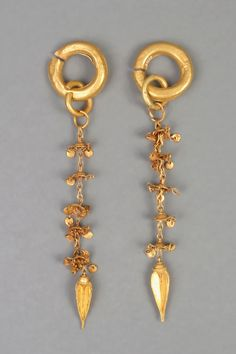 Golden earrings of the Silla dynasty (57 BC – 935 AD). 16.9 cm long, and 3.5 cm wide. At the National Museum of Korea.