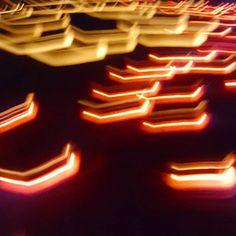 Instagram【akiko_tora_fu】さんの写真をピンしています。 《偶然撮れた写真。 多分キャンドル。 これはこれで綺麗だったので… でももう少し写ってるのがUPすると全体がなぜか入らず。 そこが入るともっと違うんだけど。 非常に残念⤵  #japan #kanagawa #shonan #enosima #candles #nightview #light #일본 #湘南 #江の島 #夜景 #サムエルコッキング苑 #キャンドル #静けさ》