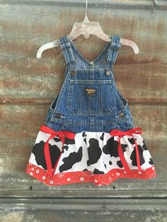 party Outfit Old McDonald Dress Farm birthday party Farmer by JustFrayinAround Fête d'anniversaire Old McDonald Dress Farm Farmer par JustFrayinAround Farm Animal Party, Barnyard Party, Farm Party, Mcdonalds Birthday Party, 2nd Birthday Parties, Birthday Ideas, Cow Birthday, Farm Animal Birthday, Farmer Outfit