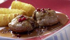 Zarte Schweinemedaillons in einer cremigen, herzhaften und süßen Sahne-Preiselbeer-Soße aus dem Backofen! Ein Rezept von MAGGI.