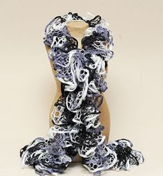 Ben Franklin Crafts & Frame Shop: How to Knit a Starbella Ruffle Scarf With tutorials Want to learn this. Yarn Projects, Knitting Projects, Crochet Projects, Sewing Projects, Knitting Tutorials, Ruffle Scarf, Diy Scarf, Crochet Scarves, Knit Crochet