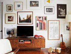 gallery wall around the tv
