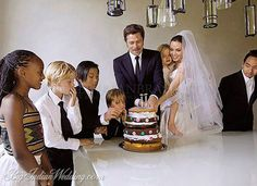 Jolie-Pitt Wedding How fucking spectacular are they? Angelina Jolie and Brad Pitt. Brad And Angelina Wedding, Angelina And Brad Pitt, Brad And Angie, Angelina Jolie Family, Brad Pitt Jennifer Aniston, Jolie Pitt, Le Jolie, Divas, Celebrity Couples