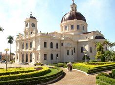 Batatais-SP-Brasil - Igreja Matriz São Bom Jesus da Cana Verde - fundos. Linda por qualquer ângulo!