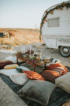 This camper elopementwill have you wanting to adventure to the nearest desert. Maggie Grace Photography captured the swoon-worthy details and day.