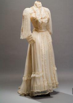 1890s Fashion, Edwardian Fashion, 1900 Clothing, Historical Clothing, Historical Costume, Vintage Gowns, Vintage Outfits, Vintage Lace, Pretty Dresses