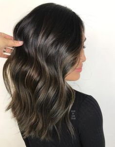 New hair fall color balayage caramel waves 17 ideas Brown Hair Balayage, Hair Highlights, Ebony Hair, Fall Hair, Winter Hair, Fall Winter, Hair Color And Cut, Looks Chic, Hair Affair