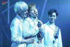 Aw joohyuk's moment Btw gmorning . . #몬스타엑스 #monstax #monsta_x #allin #all_in #kihyun #hyungwon #shownu #wonho #jooheon #im #changkyun #minhyuk #kpop #fff #korean #starshipent #lawofthejungle #part1 #theremix #remix #china #joohyuk #hyungwonho #otp #pairing