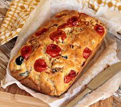 Bentrovati! La ricetta che vi propongo oggi è facile e gustosa, un abbinamento di sapori che conquista e sorprende. Un plumcake salato con tonno e olive perfetto da servire come antipasto, insolito...