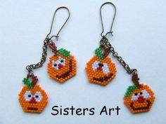 """Orecchino di Halloween """"Calabazas"""" realizzato con perline delica, by Sisters Art, €.4,00 l'uno, su http://www.misshobby.com/it/negozi/sisters-art"""