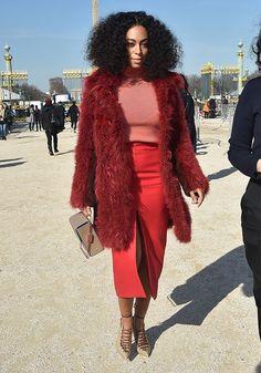 """""""Beyoncé Knowles hat vielleicht mehr Platten verkauft, aber ihre jüngere Schwester zeigt definitiv das bessere Händchen für richtig coole Looks. Bei ihr darf es gern etwas lauter sein, wie dieser Komplett-Look aus verschiedenen Rottönen beweist. Den kauf ich mir direkt so nach."""" The Stylelist Helene: Zalando Mitarbeiter zeigen ihren Style"""