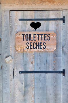 Des conseils de base et des tutoriels pour apprendre à fabriquer et utiliser des toilettes sèches. Un système écologique qui permet de réduire ses déchets, faire des économies d'eau et produire un compost bio de qualité pour ses plantes.