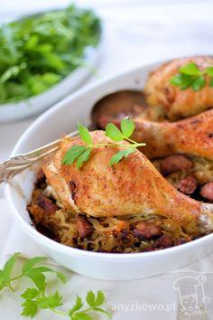 Złote pałki z kurczaka pieczone na kiszonej kapuście