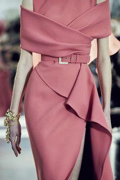 Fashion 2020, Runway Fashion, High Fashion, Womens Fashion, 2000s Fashion, Floral Fashion, Gold Fashion, Fashion Photo, Fashion Online