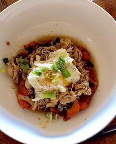 Sweet potatoes, spinach and crockpot chicken, onions and mushrooms with poached egg add green onion to garnish