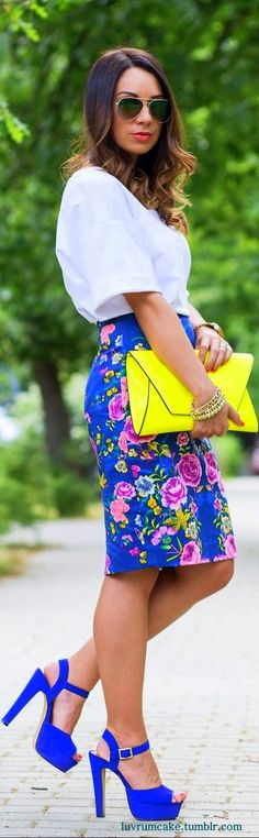 ok so there is a lot wrong going on here, bag, shoes!, but we love that skirt and its use of blue!!
