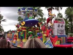 Katie and Peter watching the Block Party Bash Parade (which is now retired and currently Pixar Pals Countdown to Fun) under a cloudy sky. Attraction, World, Disney, Youtube, The World, Youtubers, Disney Art, Youtube Movies