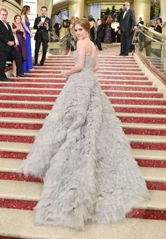 The best red carpet dresses from the back: Amy Adams in Oscar de la Renta at the 2013 Academy Awards. Oscar Gowns, Oscar Dresses, Wedding Dresses Photos, Wedding Gowns, Oscar 2013, Oscar Fashion, Dress Vestidos, Red Carpet Gowns, Glamour