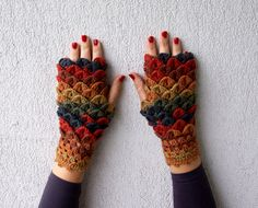 Etsy の Fingerless PINE CONE Gloves Crochet mittens by mareshop