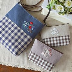 Pochette and pouch. Flower embroidery full! . ポシェットとポーチ。 お花の刺繍いっぱい #刺繍 #stitch #handmade #ポシェット #ポーチ