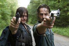 Die Verantwortlichen der Zombie-Serie drohen mit rechtlichen Konsequenzen für zutreffende Fantheorien. The Walking Dead: Macher wollen Fans verklagen ➠ https://go.film.tv/TWDfans  #WalkingDead #TWD #Zombies