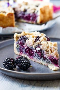 Easy Recipe for a vegan Blackberry Poppy Seed Crumb Cake. This German Style Stre. Easy Recipe for a vegan Blackberry Poppy Seed Crumb Cake. This German Style Streusel Cake is quick made and perfect Desserts Végétaliens, Vegan Dessert Recipes, Vegetarian Desserts, Recipes Dinner, Quick Vegan Desserts, Lactose Free Desserts, Dairy Recipes, Snacks Recipes, Pie Recipes