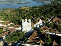 El Salvador - vista aerea de Suchitoto y Embalse del Cerron Grande / suchitoto.tours @ gmail.com