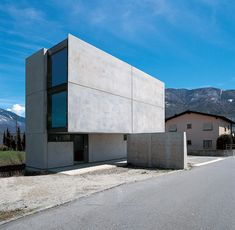 Stands on a old agricultural district of Bellinzona in the canton of Ticino in Switzerland, the Casa Grossi-Giordano is a private family house with geometr Concrete Architecture, Modern Architecture Design, Facade Design, Residential Architecture, Modern House Design, Amazing Architecture, Interior Architecture, Concrete Houses, Concrete Board