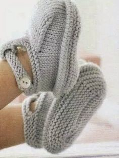 icu ~ Pin on Knitting ~ Debbie Bliss Baby Cashmerino 204 Merino Cashmere Yarn Light Blue Baby Knitting Patterns, Knitting For Kids, Baby Patterns, Knitting Projects, Hand Knitting, Crochet Patterns, Knitting Socks, Knit Baby Booties, Crochet Baby Shoes
