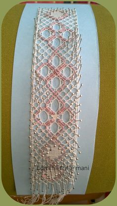 Merletto aquilano, tombolo, encajeras de bolillos Bobbin Lacemaking, Bobbin Lace Patterns, Lace Heart, Lace Jewelry, Lace Making, Lace Detail, Projects To Try, Crafting, Crochet