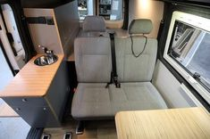 Easy Camper Germany VW Bus T5 Ausbau Wir sind spezialisiert auf den Ausbau von VW T5 Fahrzeugen. Auf unseren Seiten finden Sie unsere Easy Camper Ausbau Angebote, die Sie als Komplettfahrzeug bestellen können oder in Ihrem vorhanden Fahrzeug eingebaut werden können. Bus Camper, Off Road Camper, Mini Camper, T5 Caravelle, Vw Bus T5, Minivan Camper Conversion, Camping Box, Van Home, Campervan Interior