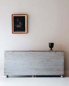 Amazing. This is an extension table that is used as a runner. I love this. Gustavian Minimalism