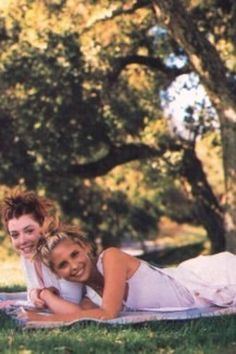 """You Need To See This Amazing '90s Photoshoot With The """"Buffy The Vampire Slayer"""" Ladies"""
