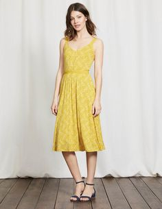 Getting ready for garden parties is a cinch with this V-neck dress. The grosgrain straps cover underwear perfectly and the belted waist creates a flattering semi-fitted shape. The flippy knee-length skirt is just the thing for gliding into special events.