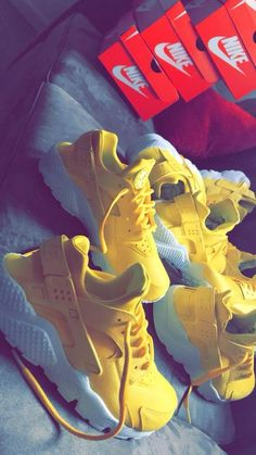 Image of Sun Yellow Huaraches ?⛅️ – Toni Fremont Image of Sun Yellow Huaraches ?⛅️ Image of Sun Yellow Huaraches ? Sneakers Mode, Sneakers Fashion, Women's Sneakers, Fashion Outfits, Nike Shoes Huarache, Nike Huarache Women, Fresh Shoes, Clearance Shoes, Huaraches