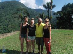 Nuestro guía Walter acompañado de 3 aventureras de Ciudad Perdida.