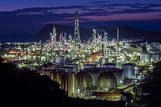 美しい廃墟×行ける工場夜景、写真展が東京で開催 - 工場夜景を見に行けるアクセスブックも | ニュース - ファッションプレス