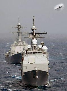 USS Mobile Bay CG 53 - Ticonderoga clase guiado de misiles crucero y USS Shoup DDG 86 - US Navy 2006