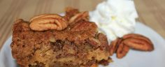 Pecan Pie Cake Recipe - So good! Tastes like one big pecan tart with the work! A big hit at any holiday gathering! Easy Cake Recipes, Dessert Recipes, Fast Recipes, Just Desserts, Delicious Desserts, Yummy Food, Pecan Pie Cake, Pecan Pies, Tastee Recipe