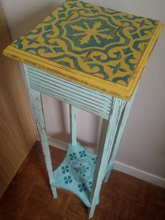 Meuble customisé sellette shabby jaune et mint destressed pochoir carreau ciment partie pour NY