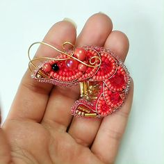 Bead Embroidery Tutorial, Beaded Embroidery, Beaded Brooch, Brooch Pin, Bead Kits, Jewelry Crafts, Elsa, Diy And Crafts, Coral
