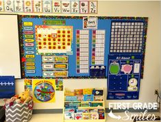 First Grade Smiles: Setting up a new classroom. Bilingual Classroom, First Grade Classroom, New Classroom, 1st Grade Math, Kindergarten Classroom, Classroom Decor, Classroom Setting, Classroom Displays, Classroom Resources