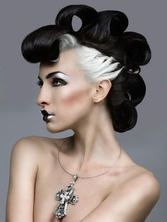 black and white make up is cute.I'd put some clothes on though and not diggin on the hair.make up is slammin though Creative Hairstyles, Funky Hairstyles, Hair Rainbow, Avant Garde Hair, Fantasy Hair, Fantasy Makeup, Hair Shows, Tips Belleza, Crazy Hair