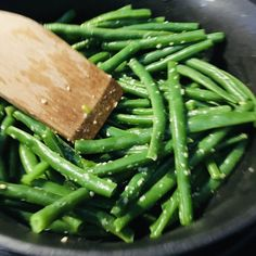 How to Steam Green Beans (and Other Veggies Too) - Simply Side Dishes Can Green Beans, Steamed Green Beans, Garlic Green Beans, Dinner Side Dishes, Dinner Sides, Steam Veggies, Edible Food, Side Dish Recipes, Food Dishes
